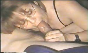 homemade mature new comer plays it firm