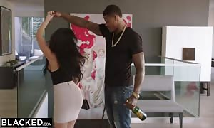 BLACKED Curvy hispanic woman will get Dominated By A notorious Rapper