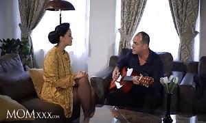 MOMxxx Guitar tutor supplies housewife Jennifer Mendez hot bang and enormous cum facial