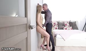 21Sextury She gets Her cunt fist-fucked And wrecked rock-hard By Her hubby With cum-shot