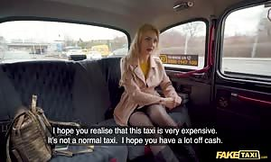 faux Taxi Caty Kiss desires to Pay with attractive bare breasted Selfies