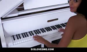 SisLovesMe - surprised My Stepsis With hard-on