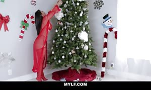 Rose Monroe MYLF-dot-com Christmas porn